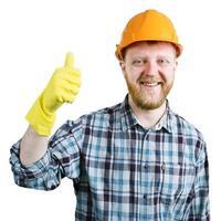 Mann mit Helm zeigt, dass alles in Ordnung ist foto