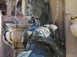 Fontana del nettuno Neptunbrunnen in Bologna foto