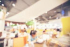 verschwommener Food Court im Supermarkt-Einkaufszentrum für Hintergrund foto