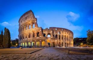 das Kolosseum bei Nacht foto