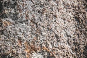 rustikal und rau aus dunkelbrauner Steinoberflächenstruktur. foto