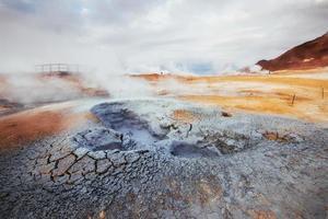 Island das Land der Vulkane, heißen Quellen, Eis, Wasserfälle, unausgesprochenes Wetter, Rauch, Gletscher, starke Flüsse, wunderschöne farbenfrohe wilde Natur, Lagunen, erstaunliche Tiere, Aurora, Lava foto