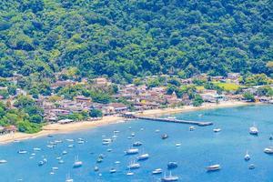 große tropische insel ilha grande abraao strandpanorama brasilien. foto
