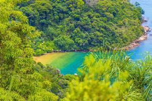 Grüne Lagune auf Ilha Grande Abraao Strandpanorama Brasilien. foto