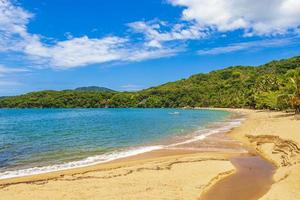 große tropische insel ilha grande praia de palmas strand brasilien. foto