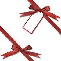 Geschenkanhänger, der an einem Geschenk hängt foto