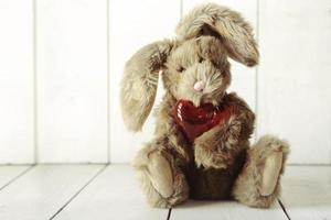 Teddybär-Häschen mit Valentinstag- oder Jubiläums-Liebesthema foto