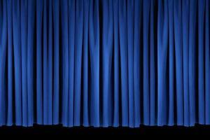 leuchtend blaue Bühnentheatervorhänge foto
