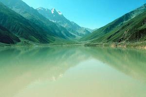 saif ul maluk see schöne landschaft bergblick foto