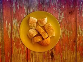 Brot auf hölzernem Hintergrund foto