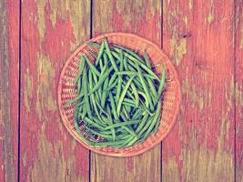 Bohnengemüse auf Holzuntergrund foto