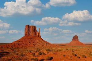 Monument Valley Landschaft mit den berühmten Navajo Buttes foto