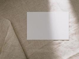 Einladungskartenmodell, leere Grußkartenvorlage. flacher, minimalistischer Stil foto