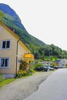 bunte holzhäuser und architektur undredal dorf aurlandsfjord sognefjord norwegen. foto