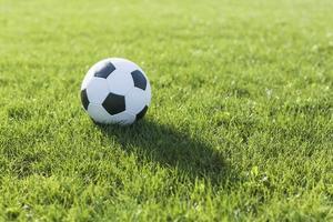 Fußballrasen mit Schatten foto