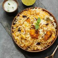 Fisch Biryani mit Basmatireis indisches Essen foto