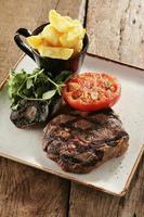 Rib-Eye-Steak plattierte Mahlzeit foto