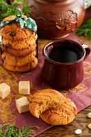 Kekse mit Erdnüssen und Schokolade.