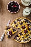 Shortbread-Torte mit Kirschen foto