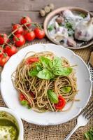 Pasta mit Mailänder Pesto foto