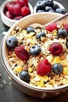 Müsli mit Beeren zum Frühstück