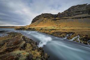 Island, schöne arktische Landschaft, wildes Feld foto