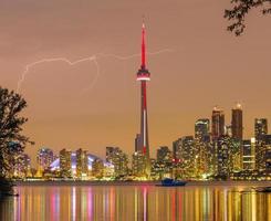 Blitz über der Skyline der Innenstadt von Toronto foto