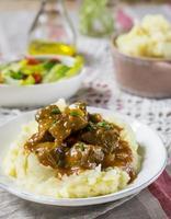 Entenfilet in Soße mit Vanille, serviert mit Kartoffelpüree foto