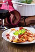 Lasagne Brötchen mit Tomatensauce foto