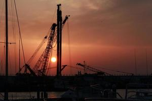 Sonnenaufgang Kran