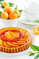 Obstkuchen mit Pfirsichen und Ricotta. foto