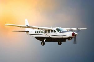 Propellerflugzeug fliegen foto