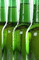 Alkohol Bier Getränke in Flaschen foto