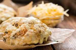 frisch gemachtes Käsebrötchen foto