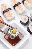 Maki Sushi in Teller, Nahaufnahme foto
