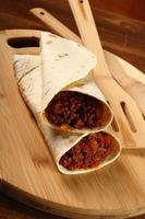 Rindertortilla mit Chilisauce. Enchilada.