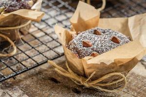 Muffins mit Puderzucker und Mandeln foto