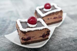 Schokoladen-Kirsch-Kuchen foto