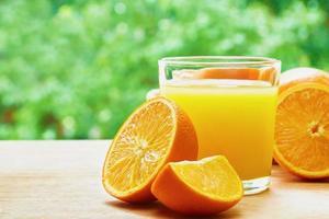 Orangen und Saft foto