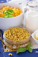 Zutaten für Makkaroni und Käse foto