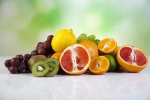 Obst, Gemüse, Fruchtsäfte, Gemüsesäfte, gesunde Lebensmittel foto