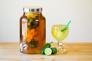 Mit Jalapenopfeffer übergossener Tequila
