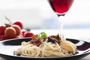 Spaghetti putanesca foto