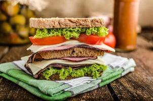 Sandwich mit geräuchertem Fleisch