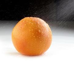 frische nasse Grapefruit foto