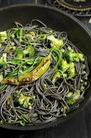 Tintenfisch-Tinten-Spaghetti foto