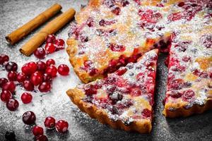 Nahaufnahme Cranberry Pie auf grauem Hintergrund foto