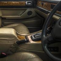 Luxusauto-Innenraum der 1970er-80er Jahre foto