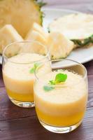 Ananas-Smoothie und Wassermelonen-Smoothie foto