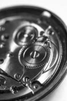 Uhrwerk in schwarz und weiß foto